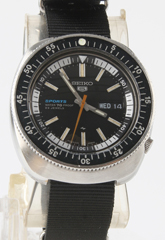 photo of vintage-seiko-5-sports-70m-5126-6030 front view sm